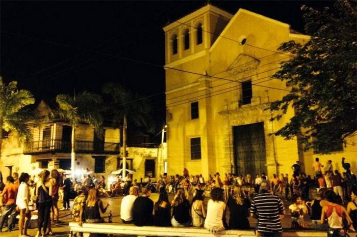 Plaza de la Trinidad de noche